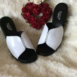 NWT.Munro  Sandals